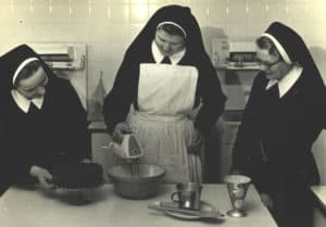 Sr. Carmen Roche (center)